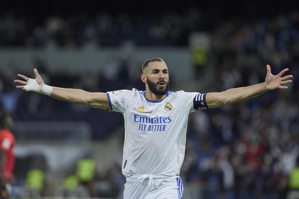 MADRID, SPAIN - SEPTEMBER 22: (BILD OUT) Karim Benzema of Real Madrid CF celebrates after scoring his team's fifth goal during the LaLiga Santander match between Real Madrid CF and RCD Mallorca at Estadio Santiago Bernabeu on September 22, 2021 in Madrid, Spain. (Photo by Berengui/DeFodi Images via Getty Images)
