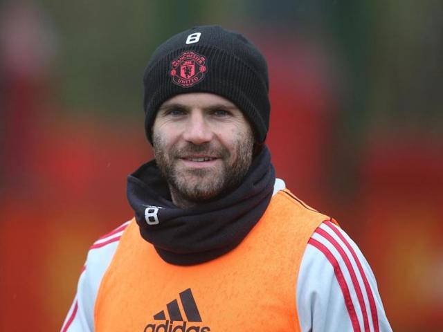 Manchester United star Juan Mata makes heartwarming gesture for young fan at Under-12s training