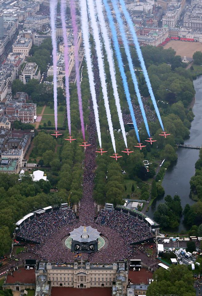 LONDON, ENGLAND - JUNE 05:  The Royal Air Force Aerobatic Team fly in formation over Buckingham Palace as The Royal family stand on the balcony on June 5, 2012 in London, England. For only the second time in its history the UK celebrates the Diamond Jubilee of a monarch. Her Majesty Queen Elizabeth II celebrates the 60th anniversary of her ascension to the throne. Thousands of wellwishers from around the world have flocked to London to witness the spectacle of the weekend's celebrations.  (Photo by Peter Macdiarmid - WPA Pool /Getty Images)