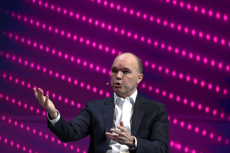 Vodafone CEO warns Italy single broadband network could be step back - press