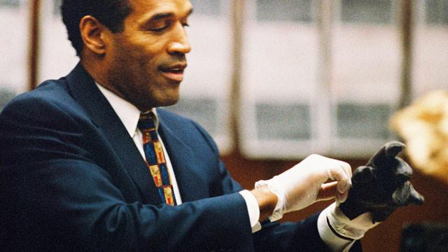 Prosecutor in O.J. Simpson Trial Accuses Johnnie Cochran of Tampering with Evidence