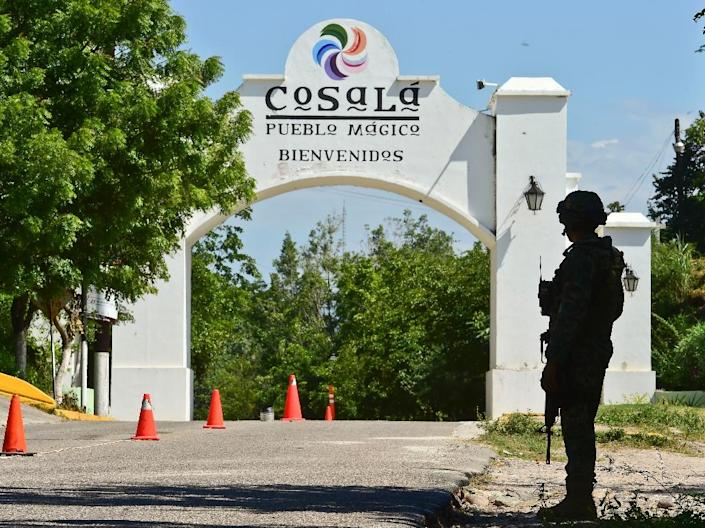 "A Mexican soldier stands guard outside the town of Cosala on October 17, 2015 during the ongoing search for escaped drug kingpin Joaquin ""El Chapo"" Guzman (AFP Photo/Ronaldo Schemidt)"