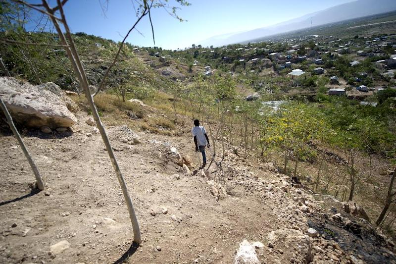 A settlement to the northeast of Port-au-Prince, where families and other victims of the earthquake that hit Haiti on January 12, 2010 live, on January 4, 2015 (AFP Photo/Hector Retamal)