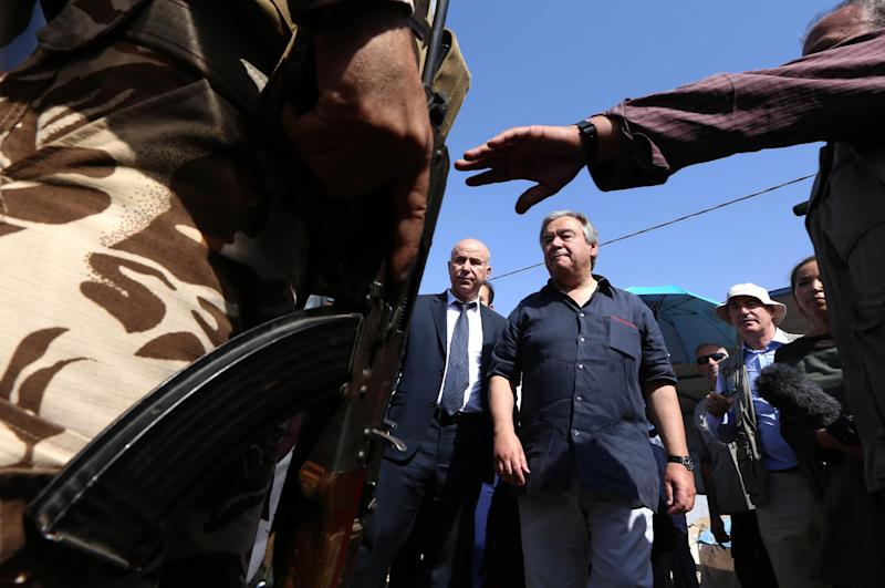 UN High Commissioner for Refugees (UNHCR) chief Antonio Guterres (centre) visits the Khazer camp on July 17, 2014, at the Kurdish checkpoint in Aski Kalak, 40 km West of Arbil, the capital of the autonomous Kurdish region of northern Iraq (AFP Photo/Safin Hamed)