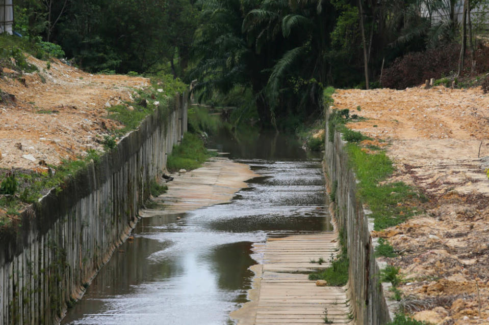 According to a report, traces of E. coli bacteria were discovered in water samples taken from Sungai Kim Kim in Johor Baru. — Bernama pic