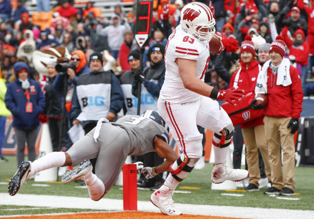 "<a class=""link rapid-noclick-resp"" href=""/ncaaf/players/239303/"" data-ylk=""slk:Michael Deiter"">Michael Deiter</a> had never touched a football during a live game before scoring against Illinois on Saturday. (Getty Images)"