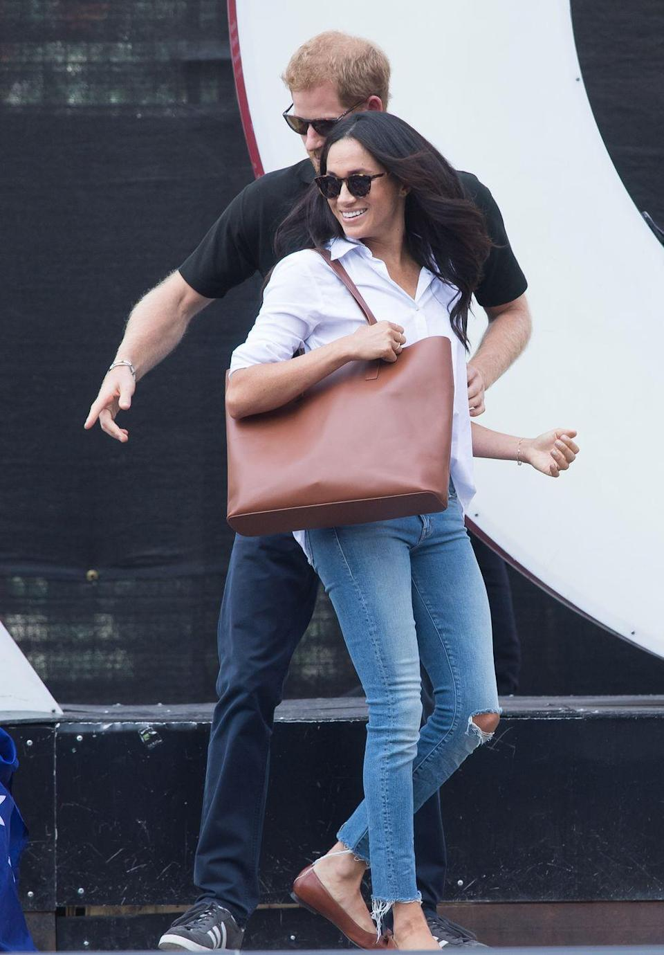 <p>Markle went casual in shirt, jeans and ballet pumps to the wheelchair tennis at the Invictus Games in Toronto, September 2017.</p>