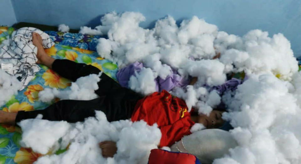 This child decided to make his dream of 'laying in the snow' come true. — Picture via Facebook/Anak Sepahkan Apa Hari Ini?