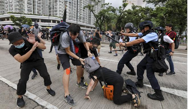 Protesters clash with police outside the Sha Tin swimming pool on Sunday. Photo: Felix Wong