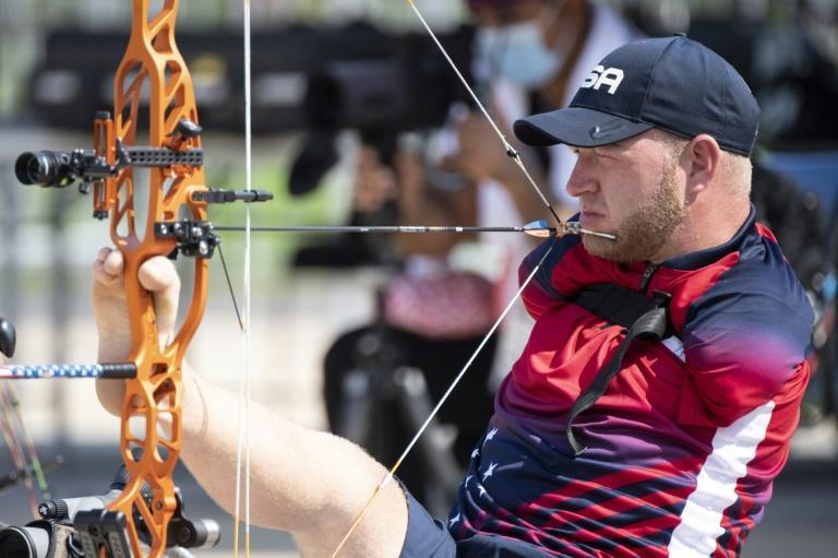 USA's Matt Stutzman competes in the men's archery individual ranking round during the Tokyo 2020 Paralympic Games at the Yumenoshima Park archery field in Tokyo on August 27, 2021. (AFP/Charly TRIBALLEAU)