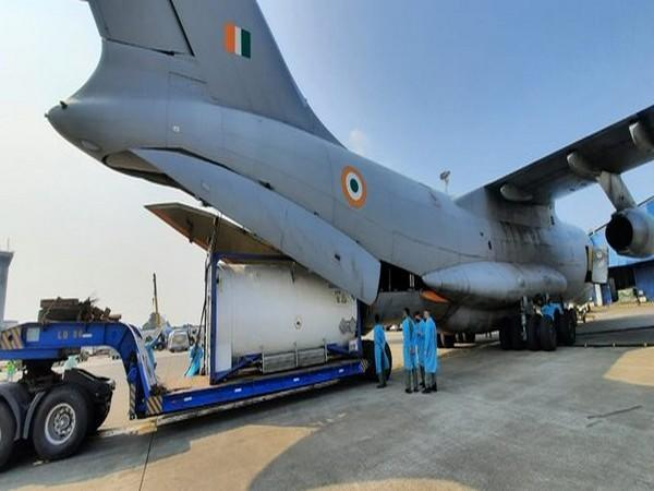 IAF IL-76 airlifts 3 Cryogenic Oxygen Containers from Singapore. (Photo/ANI)