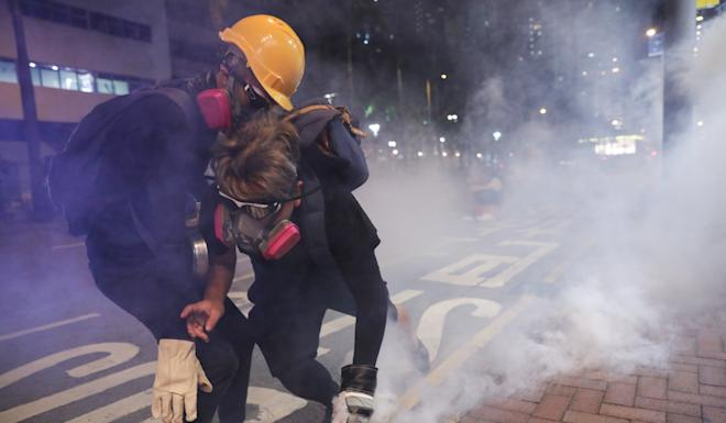 Police also fired tear gas at protesters in Wan Chai on Sunday. Photo: Sam Tsang
