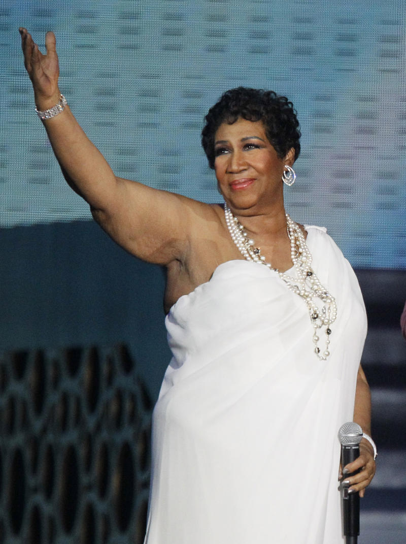 "FILE - In this May 17, 2011 file photo, singer Aretha Franklin appears at a taping of ""Surprise Oprah! A Farewell Spectacular,"" in Chicago. Franklin released a statement Monday, Jan. 2, 2012, saying she's ready to tie the knot with longtime friend William ""Willie"" Wilkerson.  (AP Photo/Charles Rex Arbogast, File)"