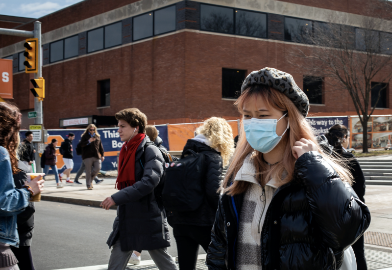 A woman wears a protective face mask as students prepare for Spring Break and an extended period of online classes due to coronavirus at Syracuse University, New York, U.S., March 12, 2020. Picture taken March 12, 2020. (Photo: REUTERS/Maranie Staab)