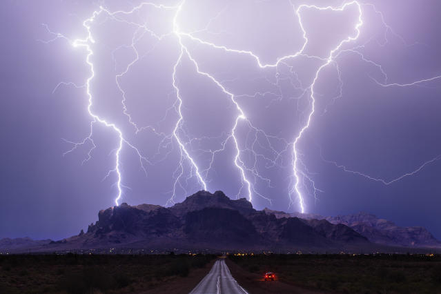 <p>Apache Junction, Ariz., on July 3, 2015. (Photo: Mike Olbinski/Caters News) </p>