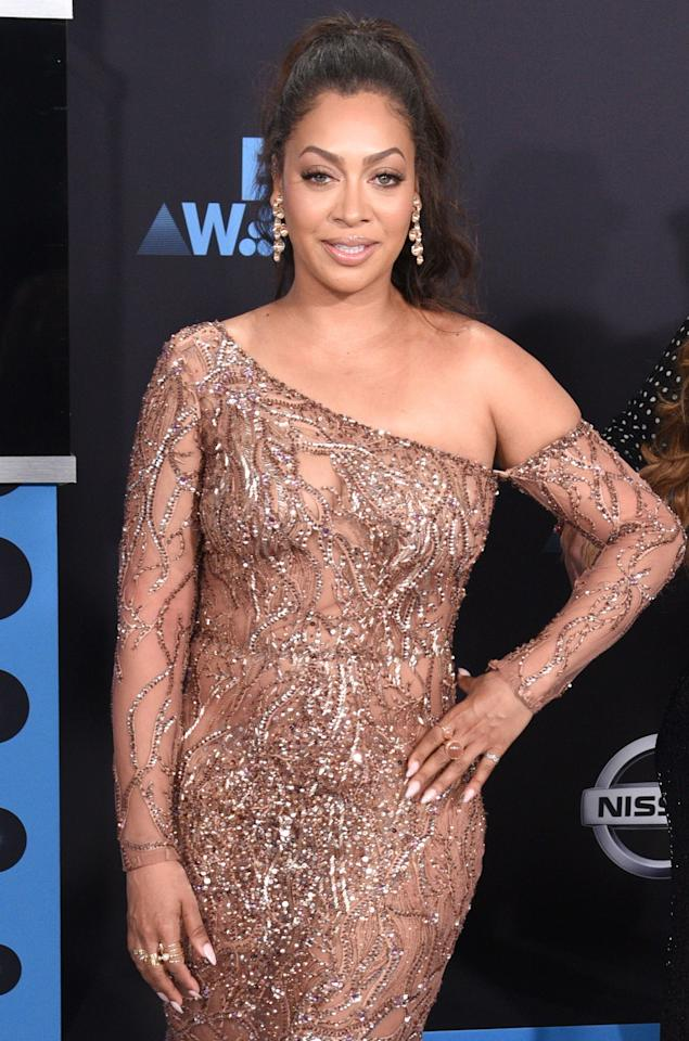 <p>La La Anthony dazzled with golden champagne touches of glamour from head-to-toe. (Photo: Getty) </p>