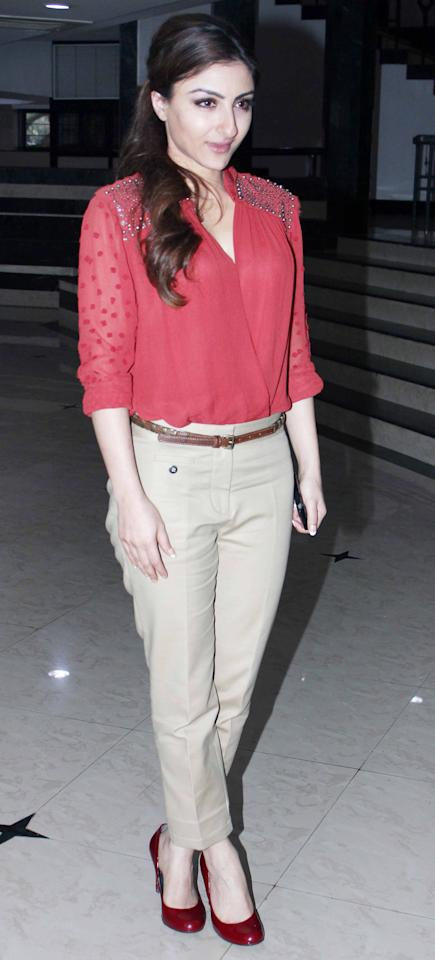 Soha sports a casul chic look in beige pants, coral shirt colour block pumps.