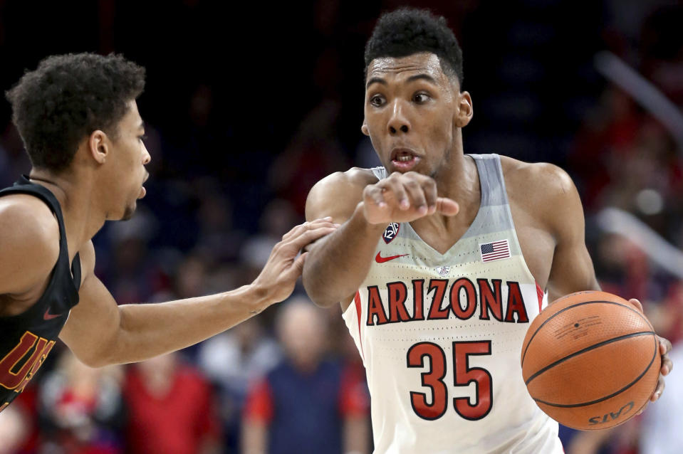 Arizona guard Allonzo Trier (35) drives to the hoop during a game against USC on Feb. 10. (AP)