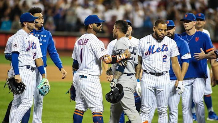 Yankees and Mets clear benches at Citi Field