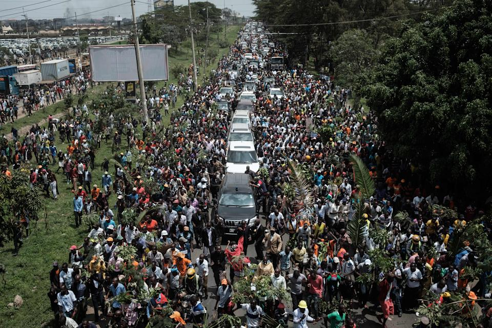 <p>Supporters of Kenyan's opposition party National Super Alliance (NASA) leader Raila Odinga march with his convoy upon his arrival from the Jomo Kenyatta international airport on Nov. 17, 2017 in Nairobi. (Photo: Yasuyoshi Chiba/AFP/Getty Images) </p>