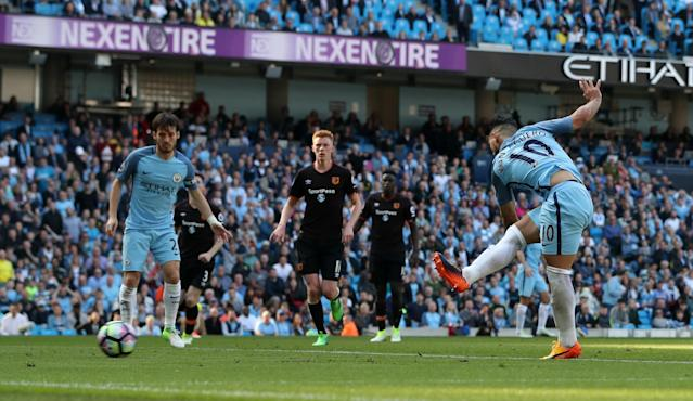 <p>Sergio Aguero puts Manchester City 2-0 up</p>