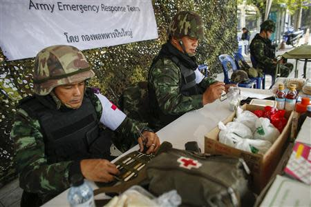 Thai soldiers prepare medical kits near the site of protests in Bangkok January 25, 2014. REUTERS/Athit Perawongmetha