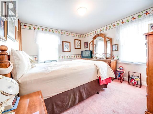 <p>The master bedroom is also home to plenty of clown-themed elements. (Zoocasa) </p>