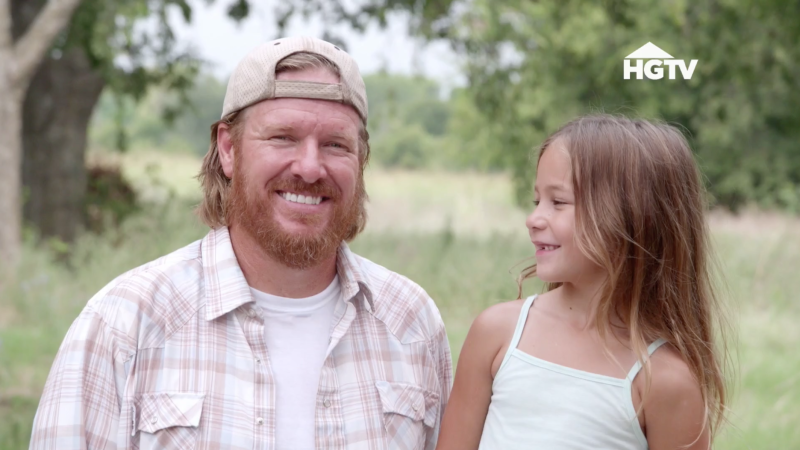 chip and joanna gaines youngest daughter emmie kay makes an adorable cameo on fixer upper. Black Bedroom Furniture Sets. Home Design Ideas