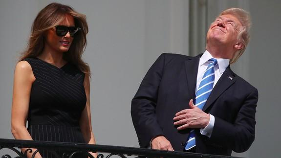 e3fe32897e309734c08bcf82d742ed7e all the best memes about trump's choice to look directly at the