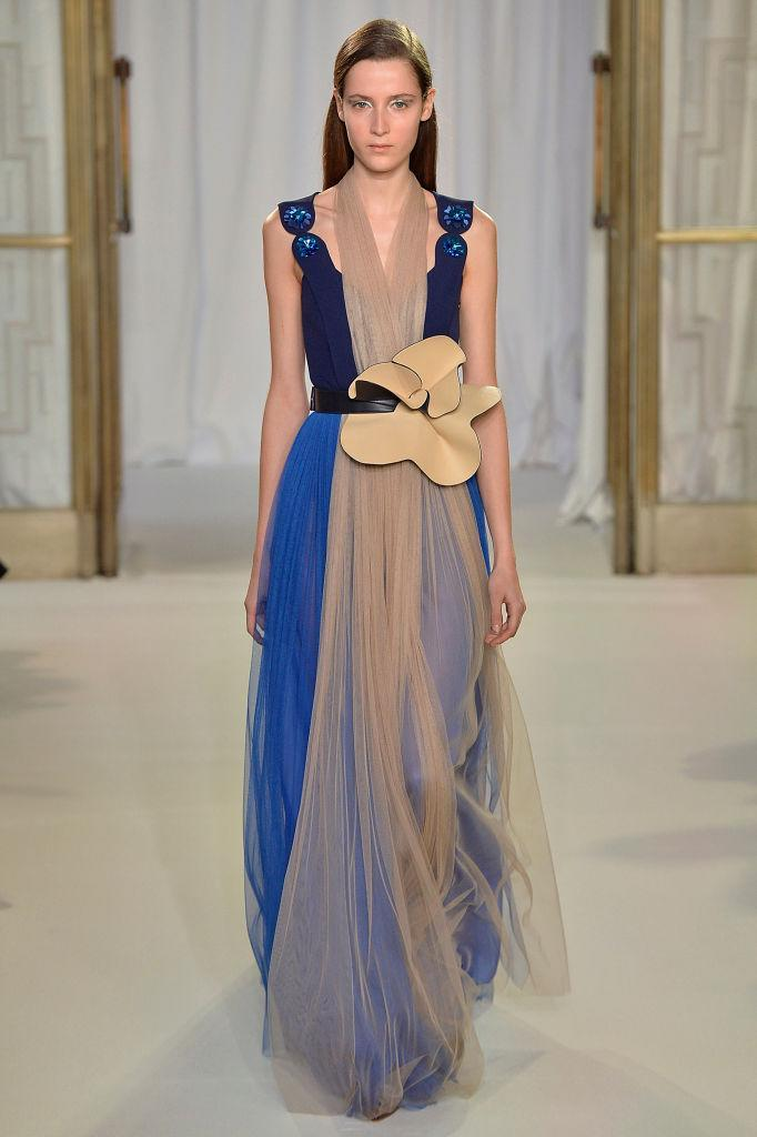 <p>A tan-and-cobalt blue gown at the Delpozo FW18 show. (Photo: Getty) </p>