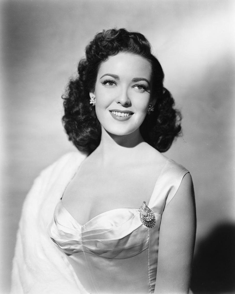 <p>Linda Darnell and other famous starlets popularized soft waves without and harsh edges or heavy products.</p>