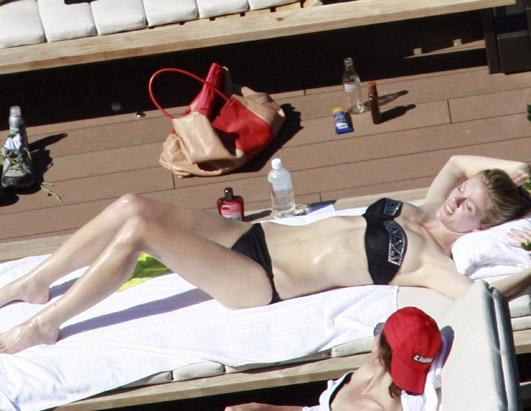 "Moving into movies hasn't hurt Brooklyn Decker's figure. The 24-year-old star of the upcoming ""Battleship"" showed off her bikini body in Sydney, Australia on April 9, 2012"