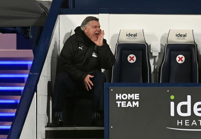 Sam Allardyce shouts to his team