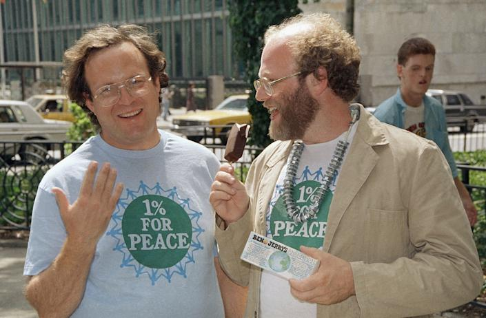 Ben Cohen (right) and Jerry Greenfield promote their latest offering, the Peace Pop, outside the United Nations in New York on Aug. 17, 1988. (Photo: AP Photo/Mario Suriani)