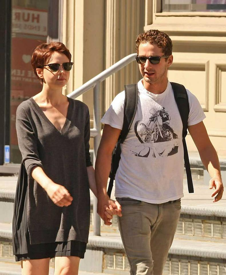 """Nice to finally be seeing photos of Shia without that cast on his hand, isn't it? Today he had Mulligan on his hand, whom he met on the set of the """"Wall Street"""" sequel """"Money Never Sleeps."""" <a href=""""http://www.infdaily.com"""" target=""""new"""">INFDaily.com</a> - September 2, 2009"""