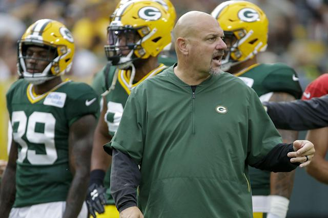 Green Bay Packers defensive coordinator Mike Pettine talks with members of the defensive unit during the NFL football team's Family Night practice Friday, Aug 2, 2019, in Green Bay, Wis. (AP Photo/Mike Roemer)