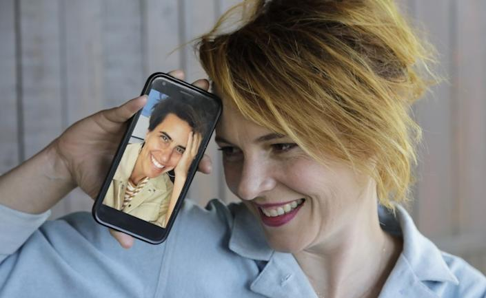 "Amy Seimetz with fellow filmmaker Kris Rey (on phone) who is a close friend. Their new movies, Seimetz's ""She Dies Tomorrow"" and Rey's ""I Used To Go Here,"" are being released on digital platforms on the same day. <span class=""copyright"">(Myung J. Chun/Los Angeles Times)</span>"
