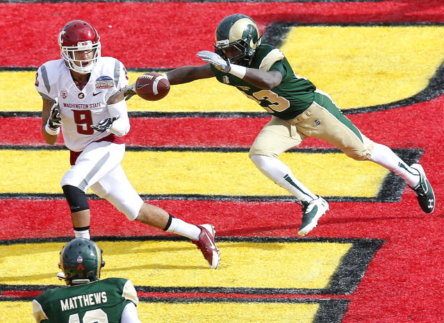 Washington State wide receiver Gabe Marks (9) pulls in a touchdown pass as Colorado State defensive back Bernard Blake (23) defends during the first half of the New Mexico Bowl NCAA college football game, Saturday, Dec. 21, 2013, in Albuquerque, N.M. (AP Photo/Matt York)