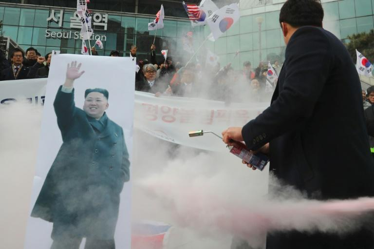 The South Korean government has been accused of saying 'yes' to everything North Korea wants, by an editorial in Seoul's conservative Dong-A daily
