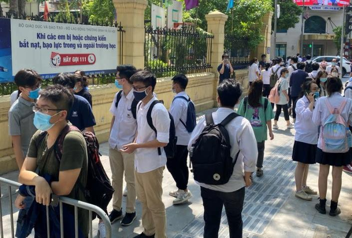 Vietnam's high scool students exam duringthe COVID-19 outbreak
