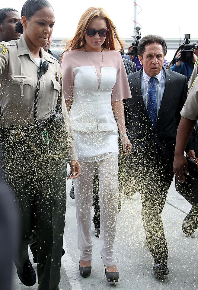 Lindsay Lohan arrives to court 45 minutes late.