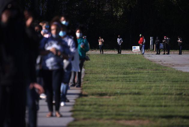 People line up to vote at the Gwinnett County Fairgrounds on Oct. 30, 2020, in Lawrenceville, Georgia. (Photo: Justin Sullivan via Getty Images)