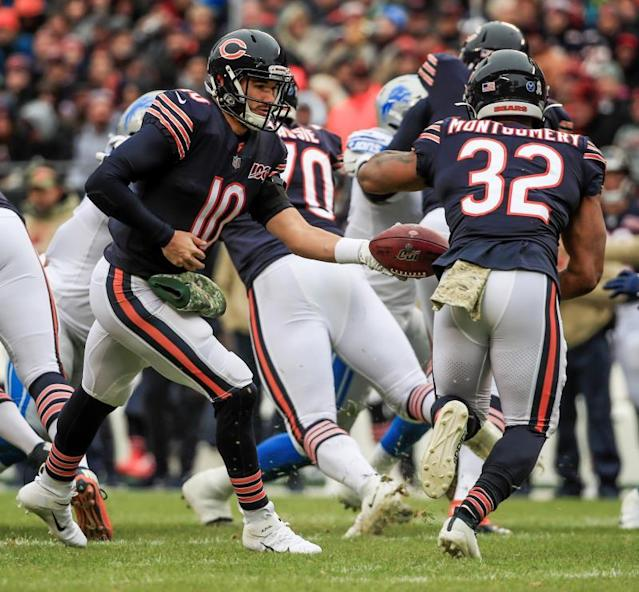 Chicago Bears quarterback Mitchell Trubisky (L) hands the ball off to Chicago Bears running back David Montgomery (R) during the NFL game between the Detroit Lions and the Chicago Bears at Soldier Field in Chicago, Illinois, USA, 10 November 2019. EFE/EPA/TANNEN MAURY