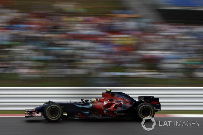 "Red Bull RB3 y Toro Rosso STR2<span class=""copyright"">Glenn Dunbar / Motorsport Images</span>"