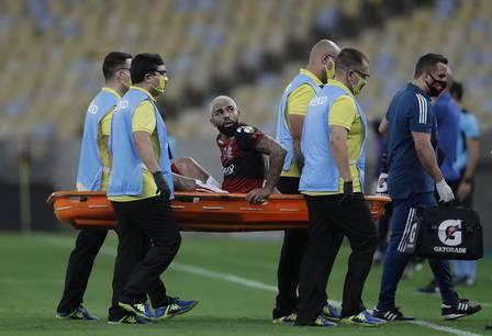 89845809_Brazil's Flamengo forward Gabriel Barbosa is stretchered off during their closed-door Copa.jpg