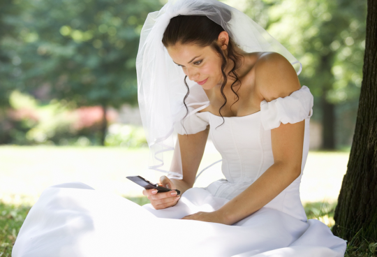 news groom divorces bride busy texting have