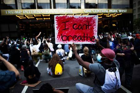 88345686_People-take-part-in-a-protest-against-the-death-in-Minneapolis-poli