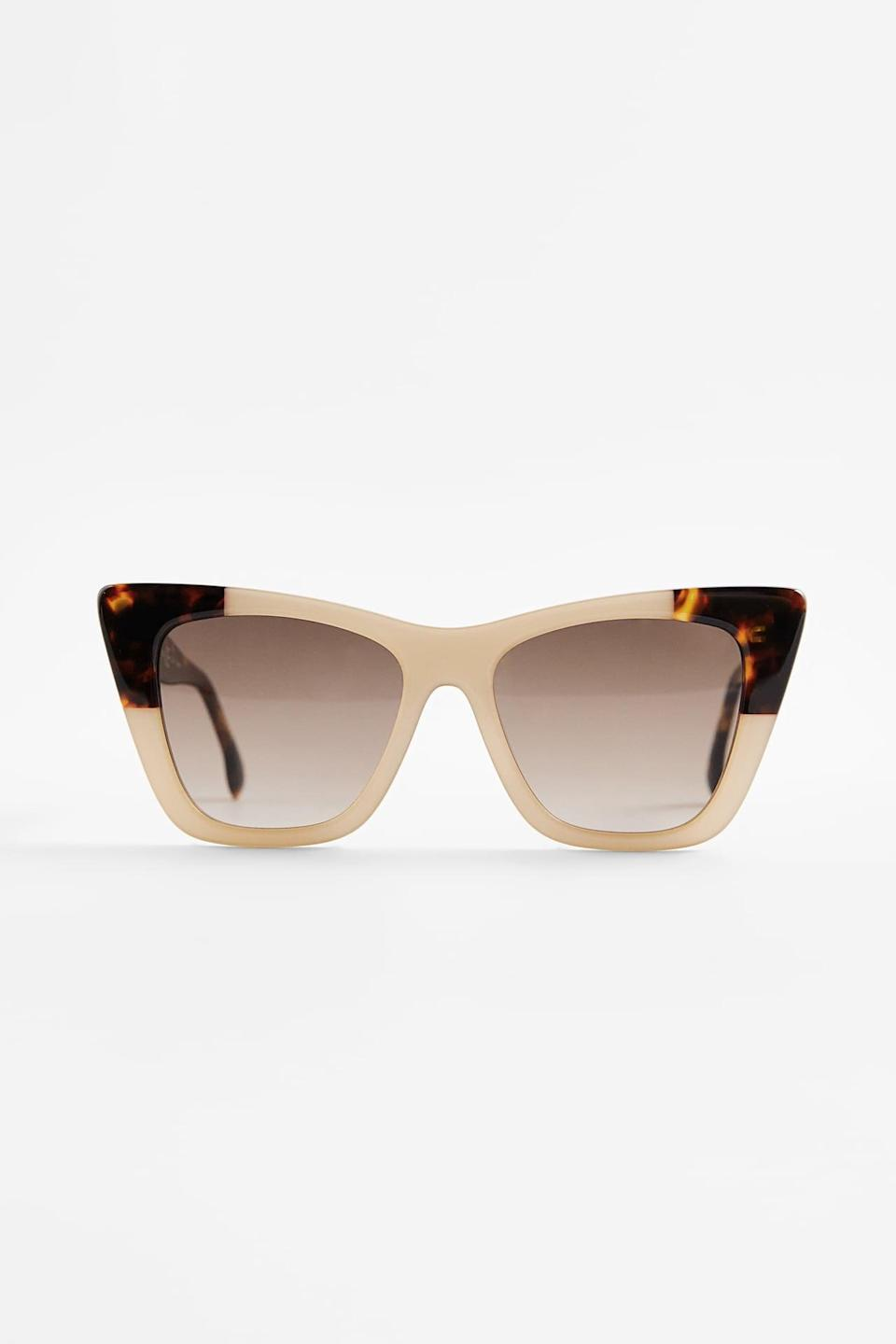 <p>The contrast of these <span>Zara Combination Acetate Glasses</span> ($40) is super cool.</p>
