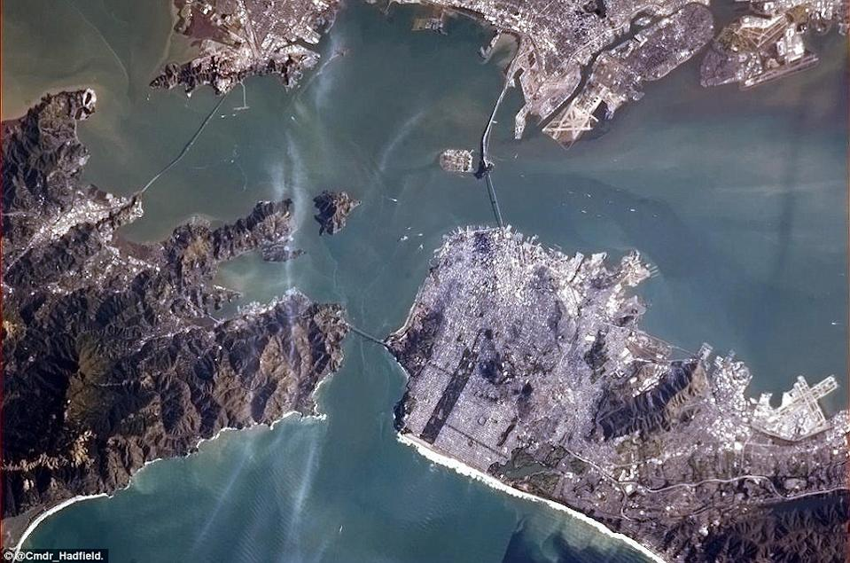"""San Francisco Bay with a view of the Golden Gate Bridge. <a href=""""https://twitter.com/Cmdr_Hadfield/"""" rel=""""nofollow noopener"""" target=""""_blank"""" data-ylk=""""slk:(Photo by Chris Hadfield/Twitter)"""" class=""""link rapid-noclick-resp"""">(Photo by Chris Hadfield/Twitter)</a>"""