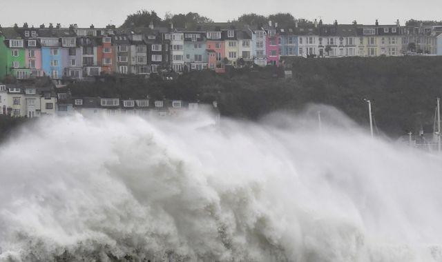 UK weather: More heavy rain to hit parts of UK amid 'downright dangerous' road conditions